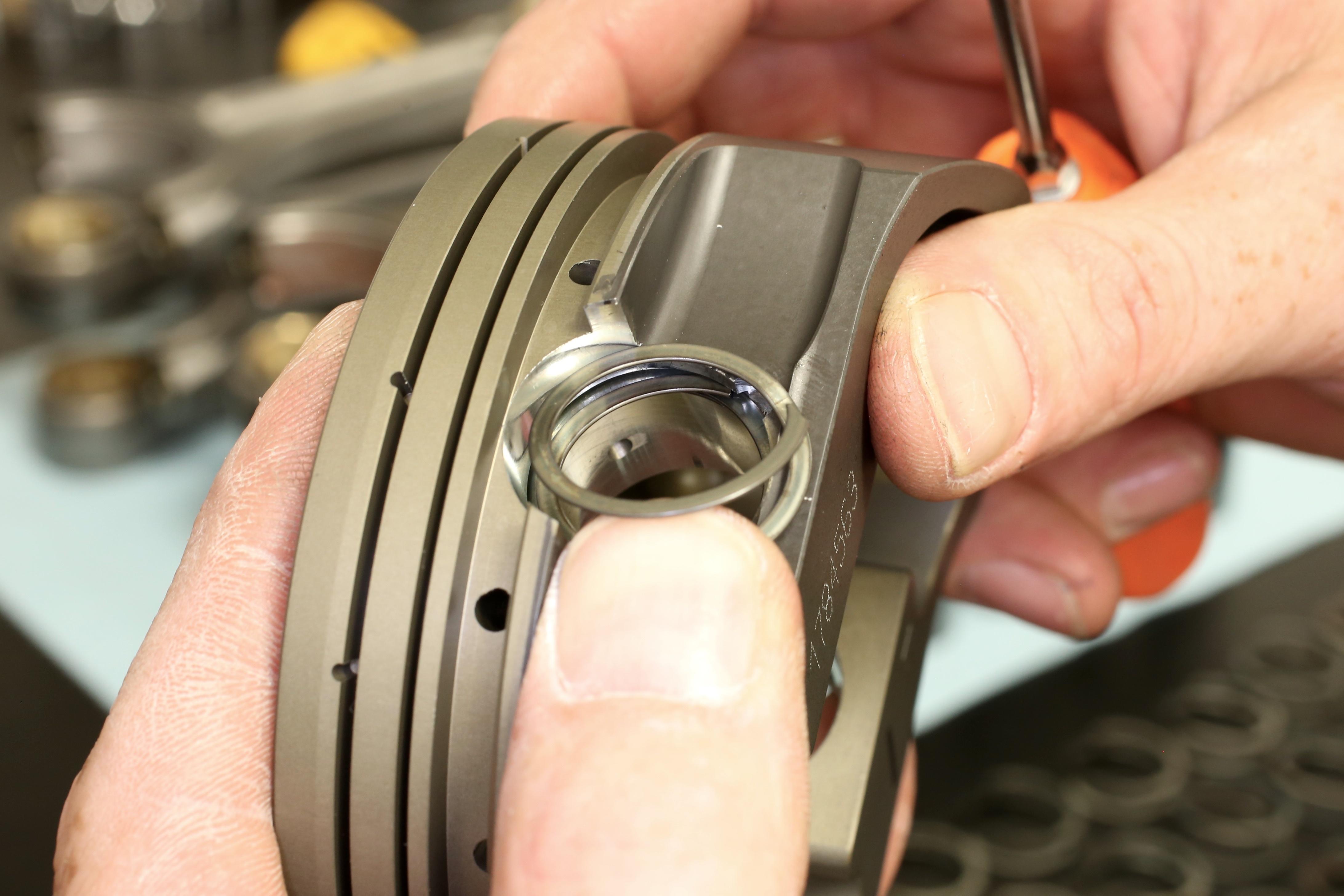 001-diamond-pistons-lock-install